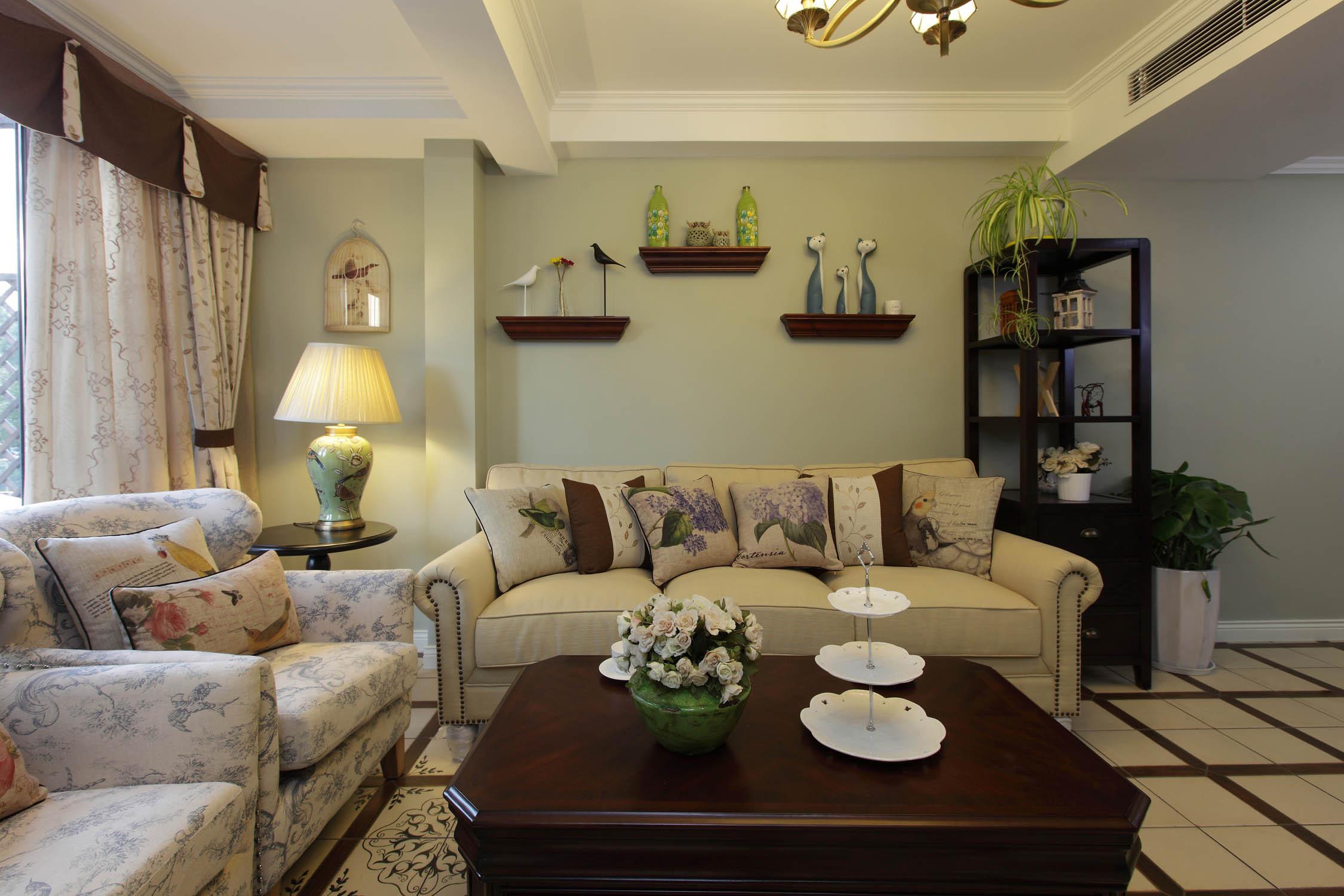 复式三居装修沙发背景墙设计