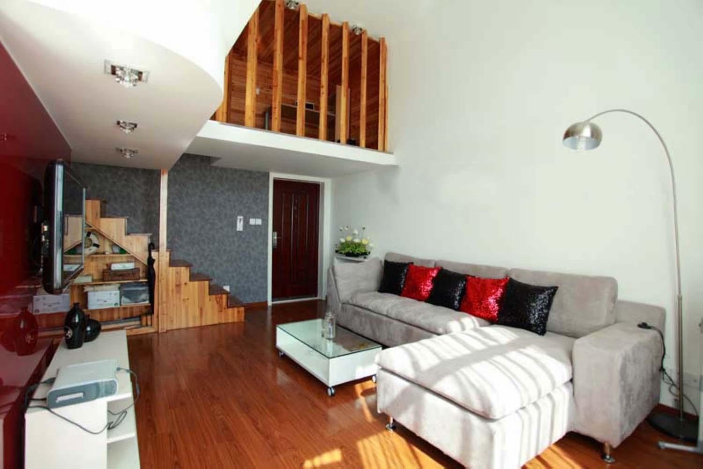 40平跃层装修沙发背景墙图片