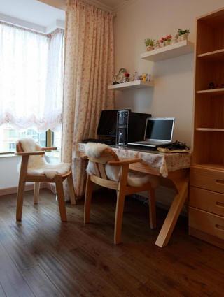 80平田园风格二居装修书房布置图