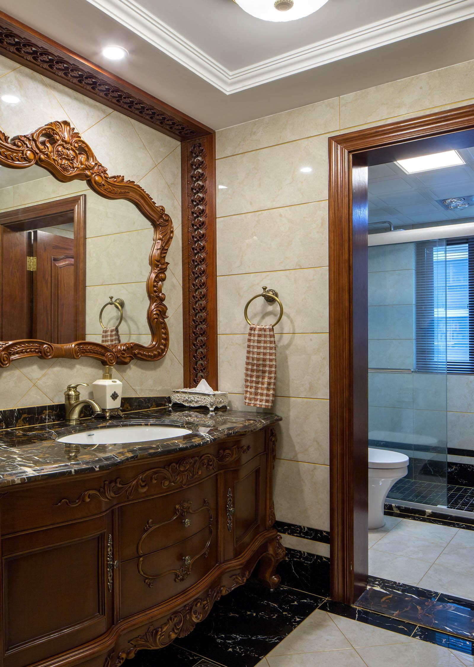新古典美式装修浴室柜图片