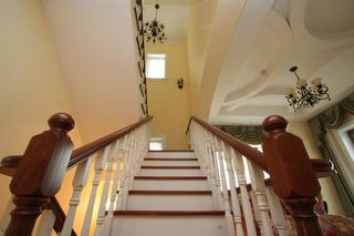 美式复式别墅装修楼梯图片