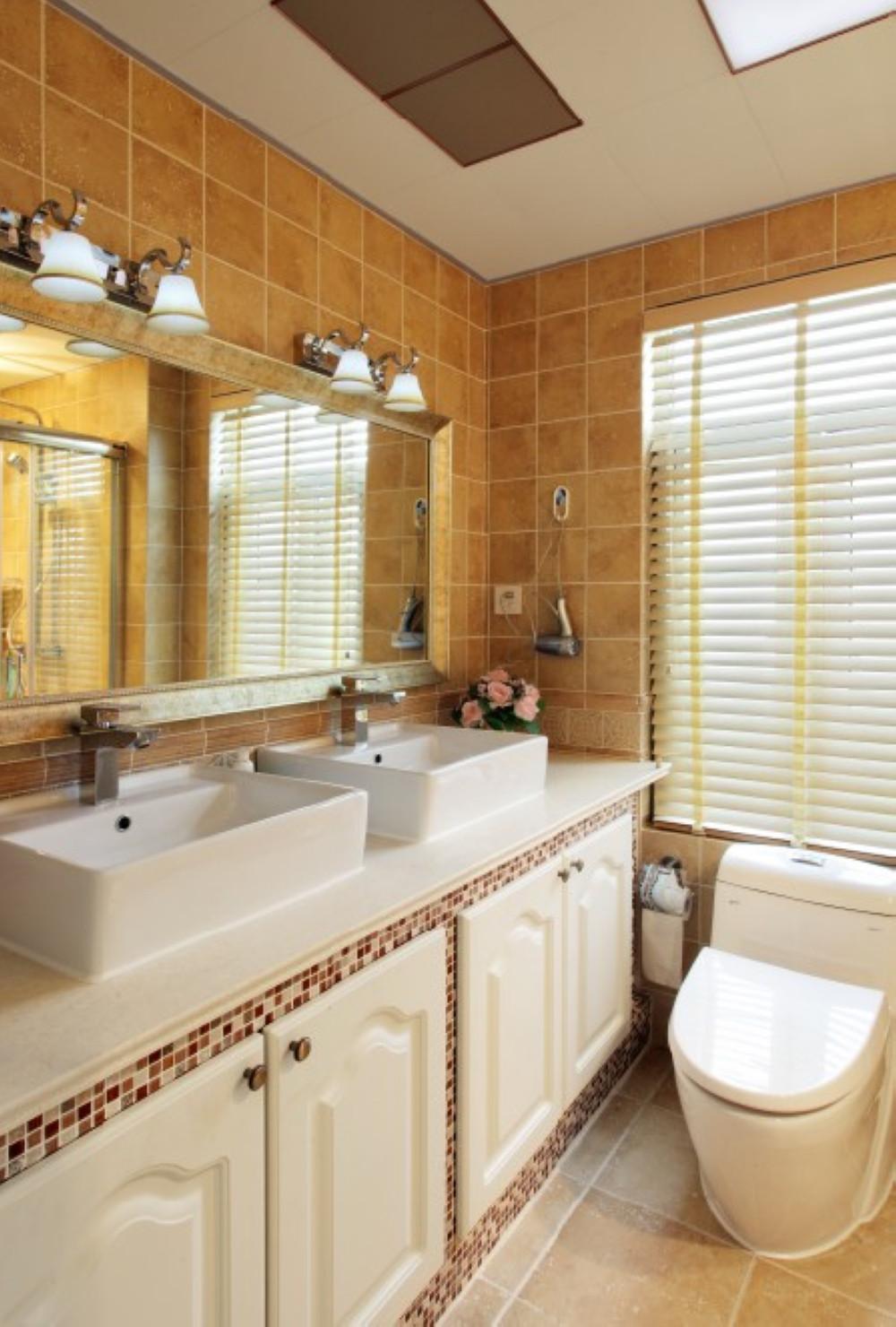 美式复式别墅装修卫生间搭配图