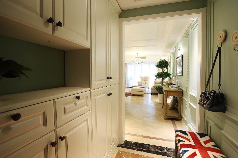 140平三居室装修玄关设计
