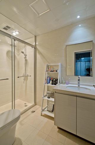 现代简约三居卫生间设计图