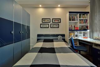 140平三居室装修衣柜设计