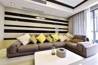 120平三居室装修沙发背景墙设计