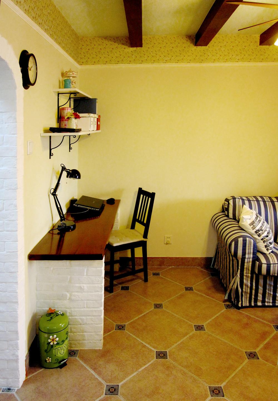 一居室小户型装修客厅工作区
