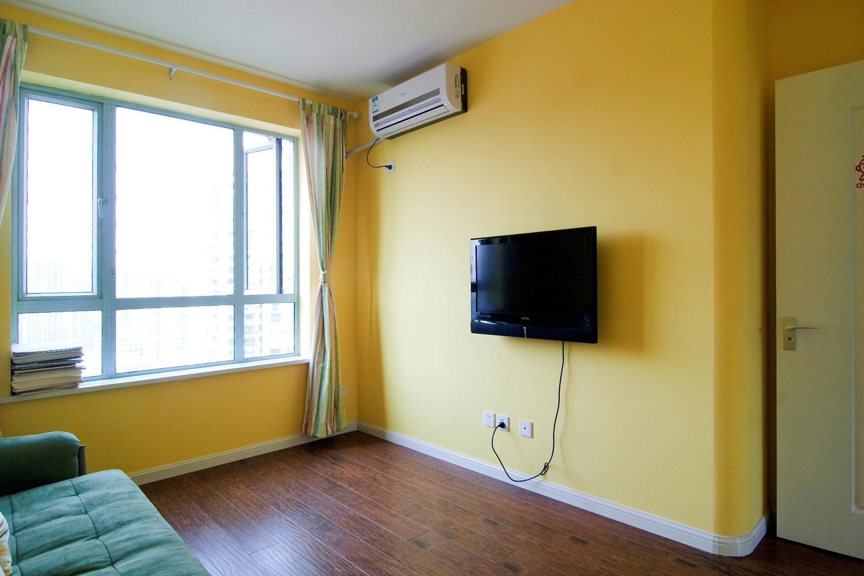 100平三居室装修电视墙图片