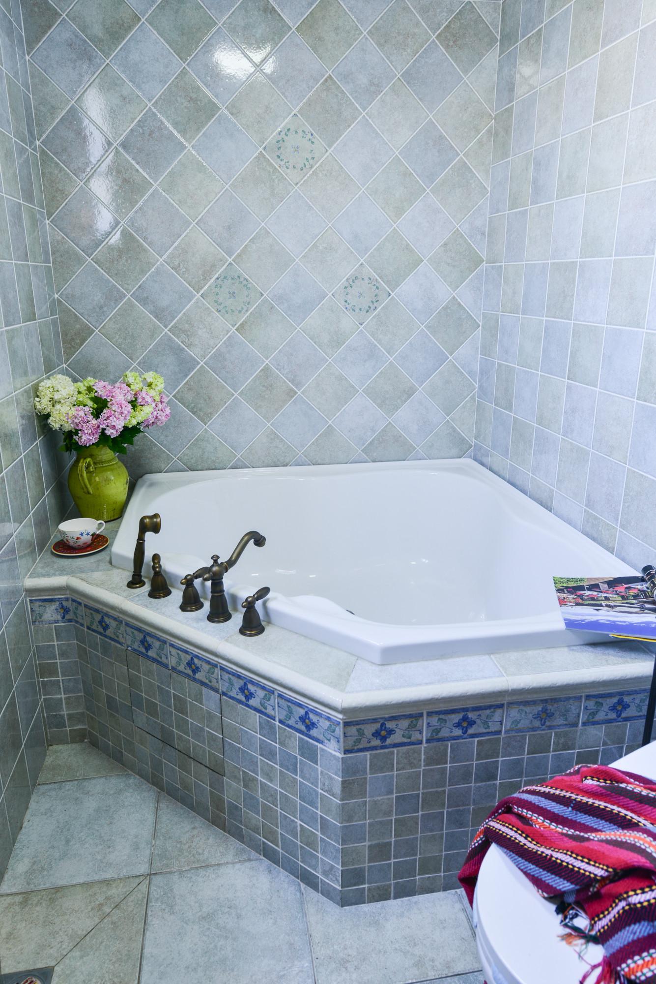 120平乡村风格家浴缸图片