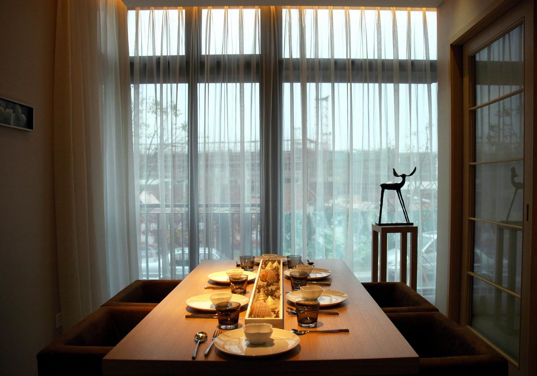 现代风格别墅设计窗帘图片