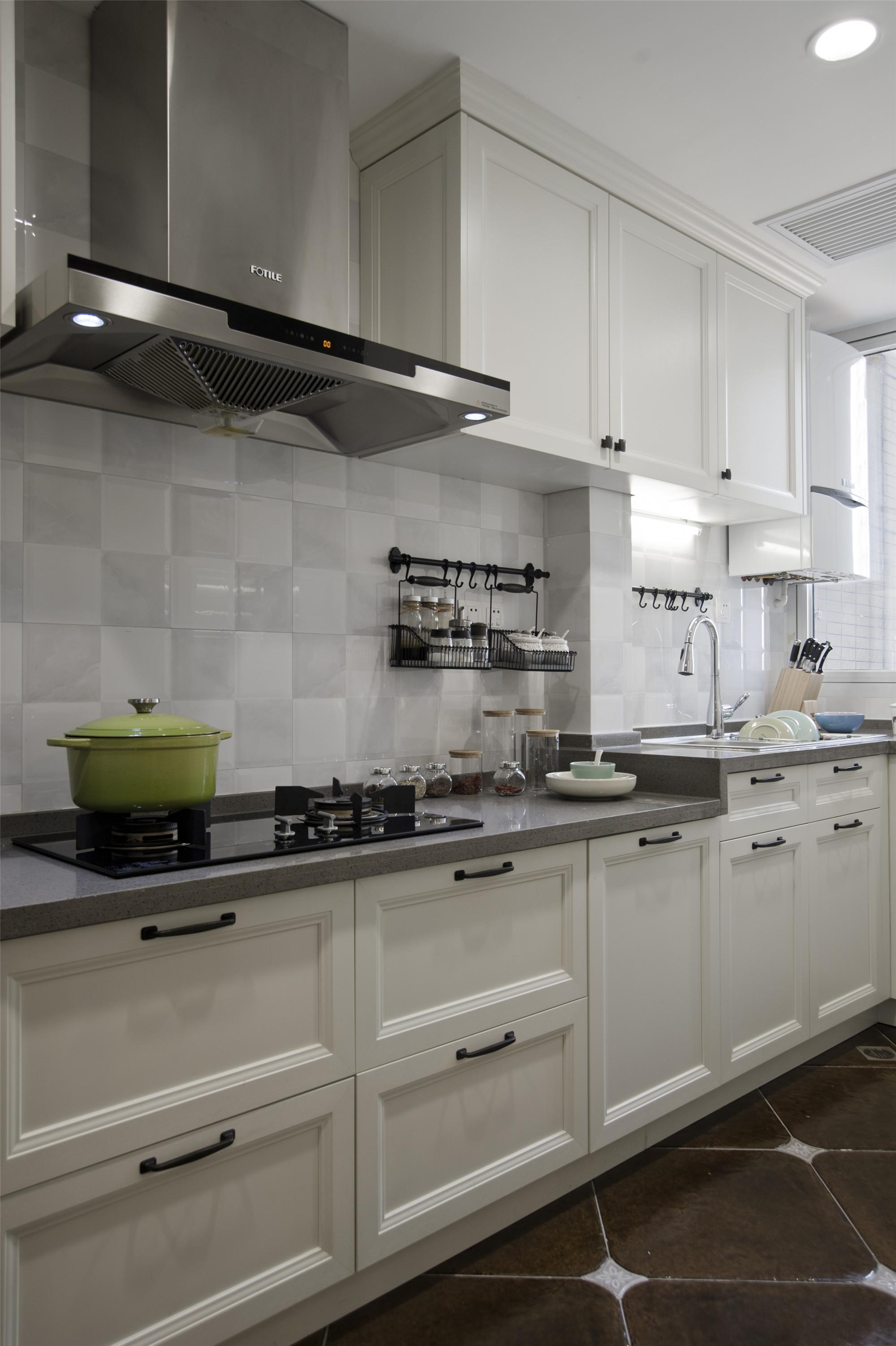 温馨美式风格三居装修厨房构造图