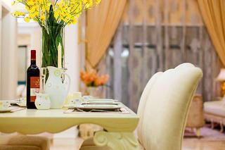 法式别墅装修餐桌椅图片
