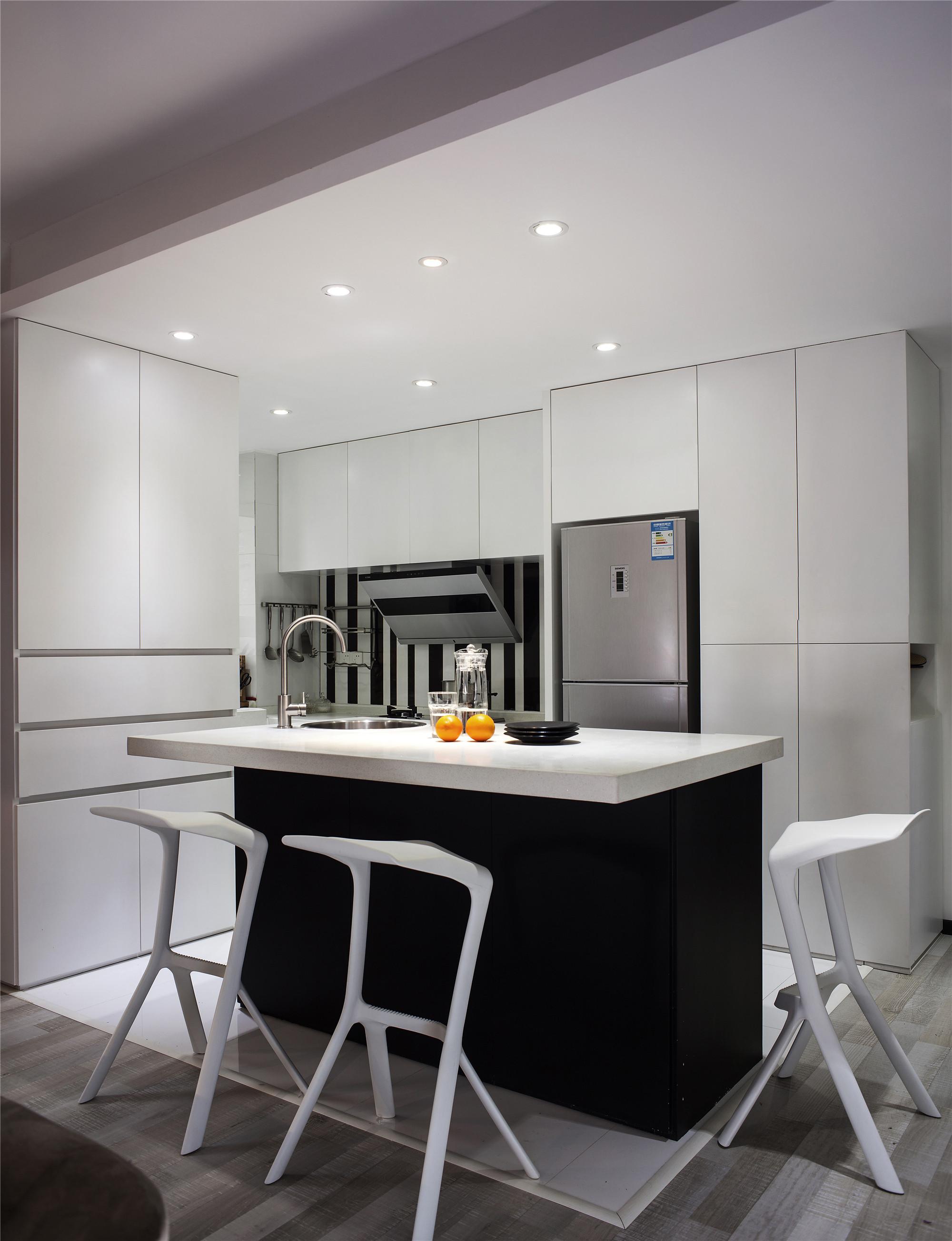 130平现代简约装修厨房效果图