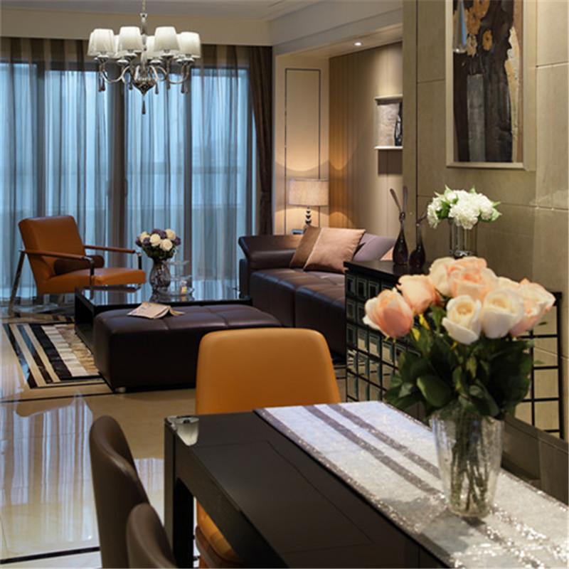 现代奢华风格三居装修餐桌图片