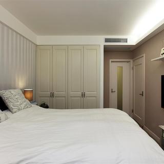130平美式三居装修衣柜设计