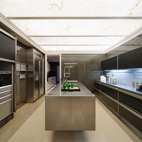 大户型现代简约风格厨房装修效果图