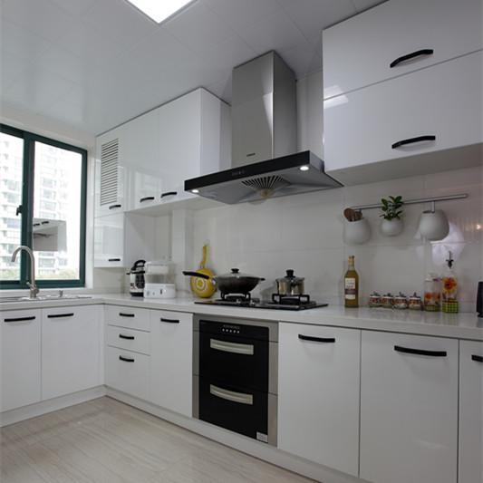 125平现代简约三居厨房装修效果图