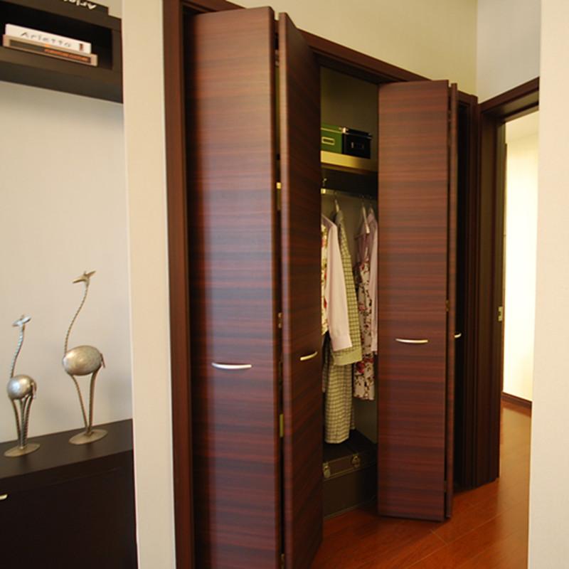 75㎡现代简约两居装修衣柜图片