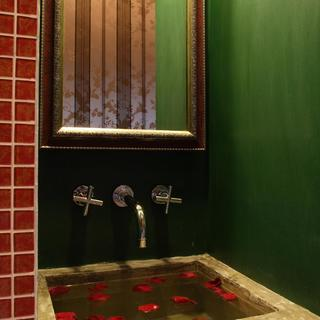140平东南亚三居装修洗手台设计