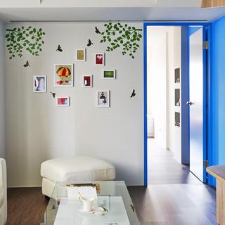 现代简约两居之家照片墙布置