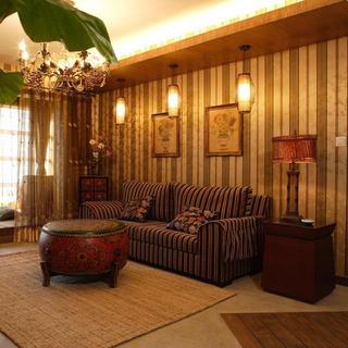 140平东南亚三居装修沙发背景墙图片