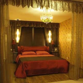 140平东南亚三居装修卧室搭配图