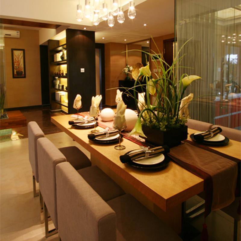 140平东南亚风格家餐桌图片