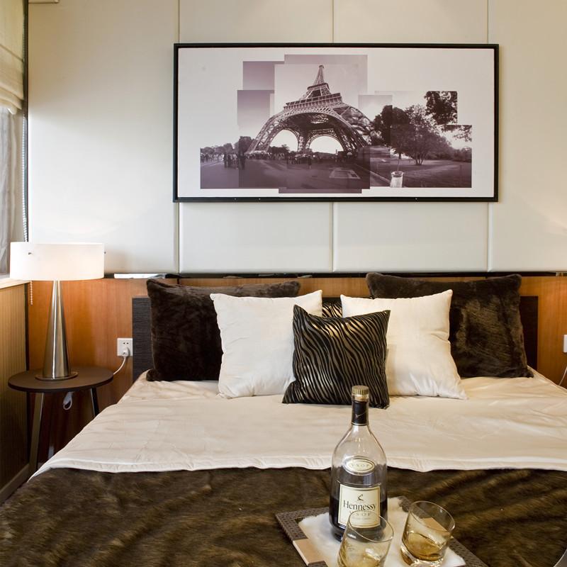140平现代简约四房装修卧室背景墙图片