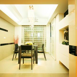 现代简约两居装修餐厅效果图