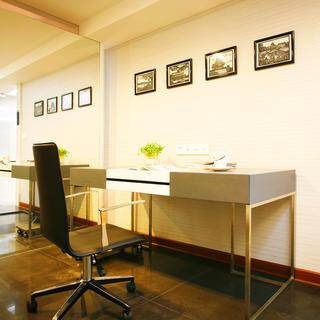 现代简约两居装修书房设计