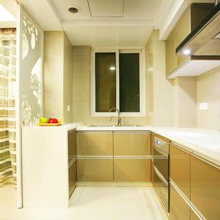 现代简约两居装修厨房布局图