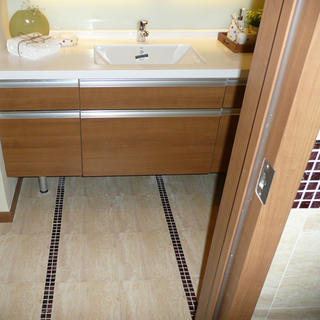 80平简约两居室装修浴室柜设计