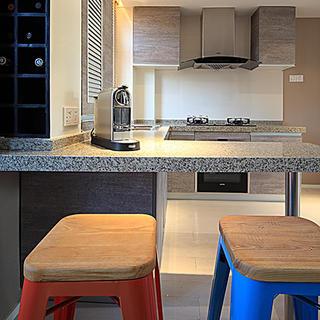 现代风格两居之家吧台设计