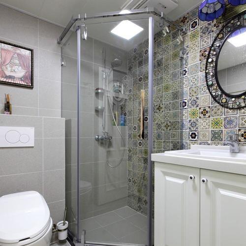 两居室美式之家卫生间装潢图