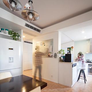 100平简约两居室装修过道设计