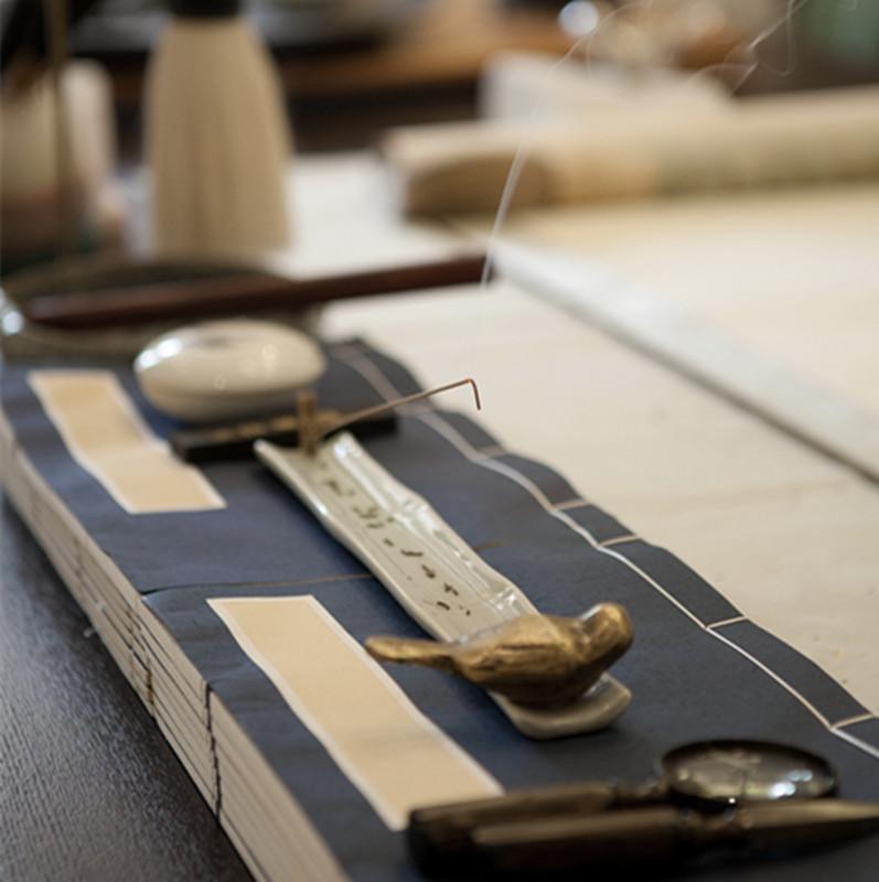新中式风格装修书桌摆件特写