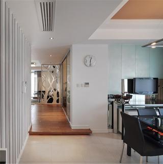 三居室现代简约装修过道图片