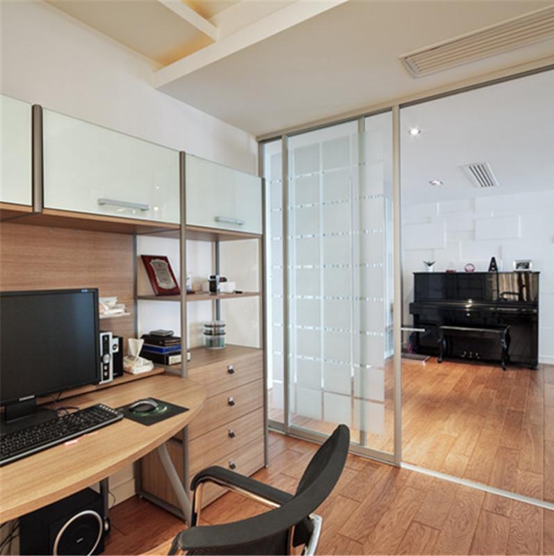 三居室现代简约装修书桌图片