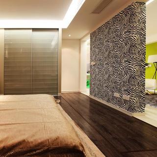 74平简约二居室装修背景墙隔断