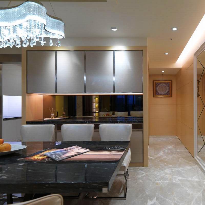 现代风格四房装修餐边柜图片