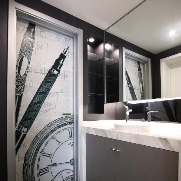 现代简约黑白灰装修卫生间设计图