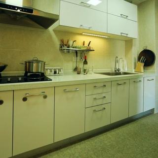 80平两居室装修橱柜图片