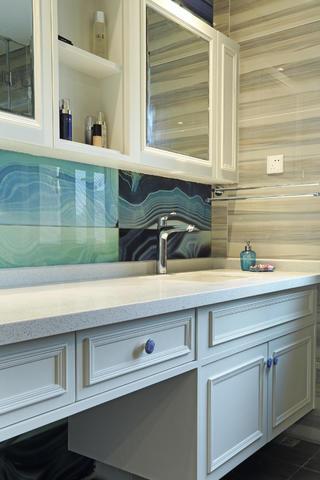150平混搭四居室装修浴室柜图片