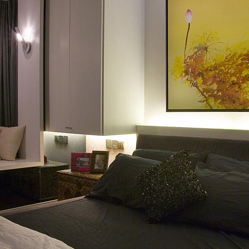 三居室现代中式家床头一角
