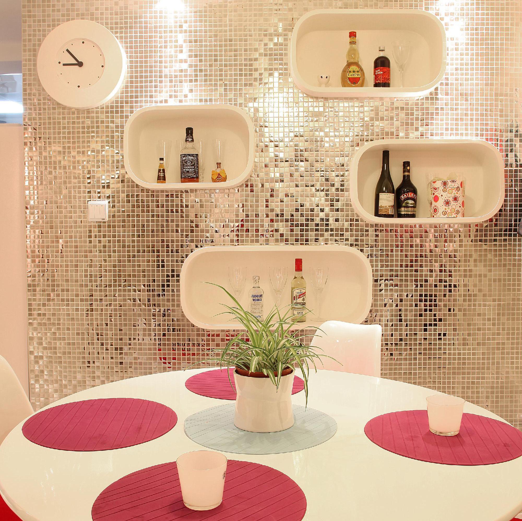 70平两居室装修餐厅背景墙设计
