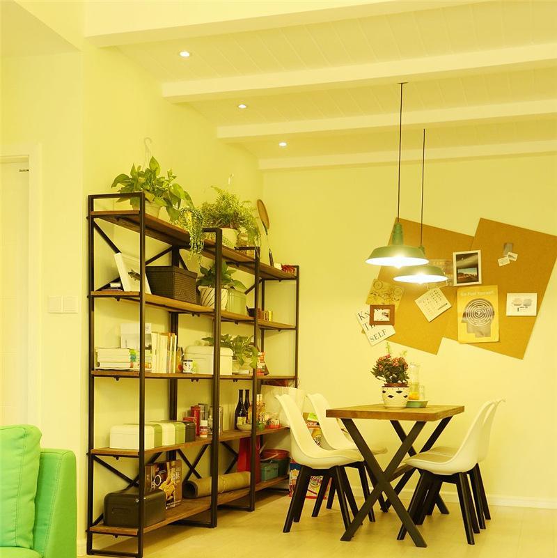 Loft风格两居室装修书架设计