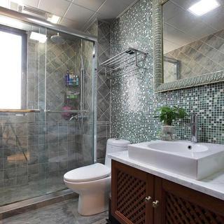 140平地中海三居室装修卫生间布局图