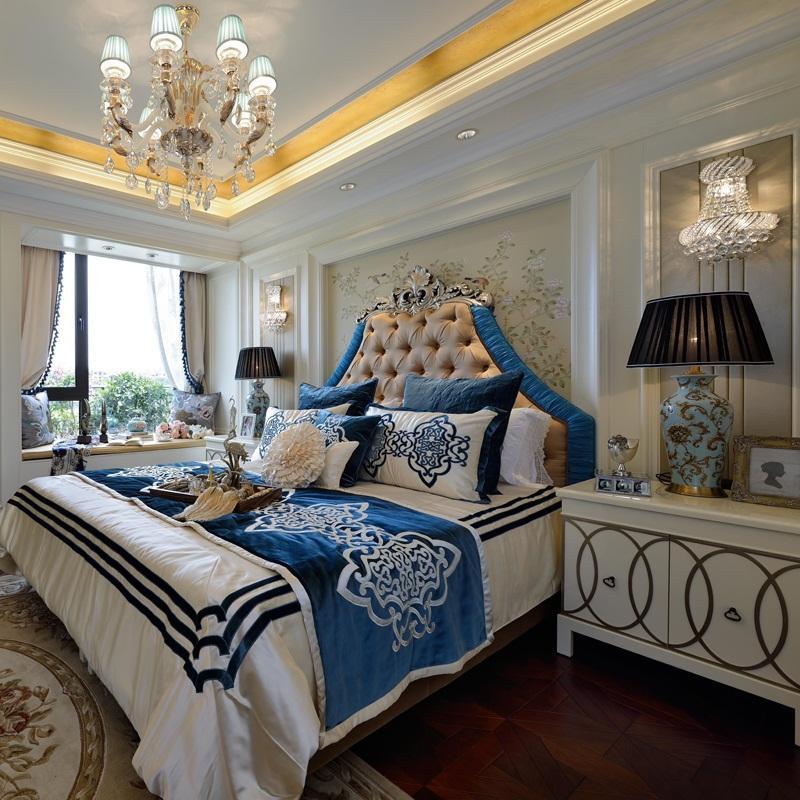 130平浪漫欧式四居装修床品布置