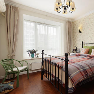 140平美式混搭三居装修飘窗设计