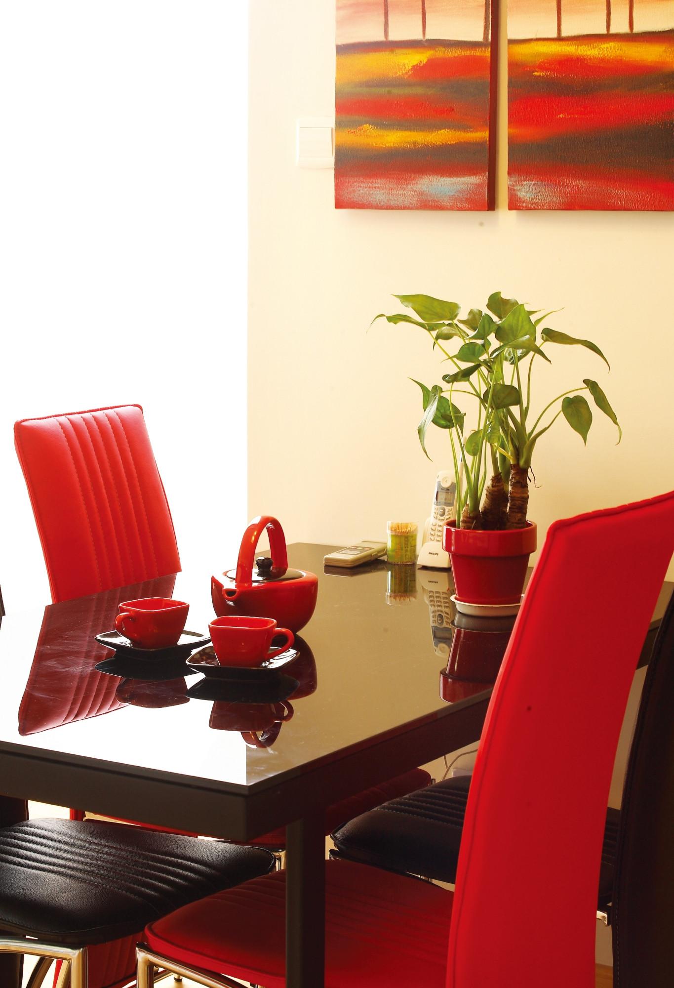 简约二居室装修餐桌椅图片
